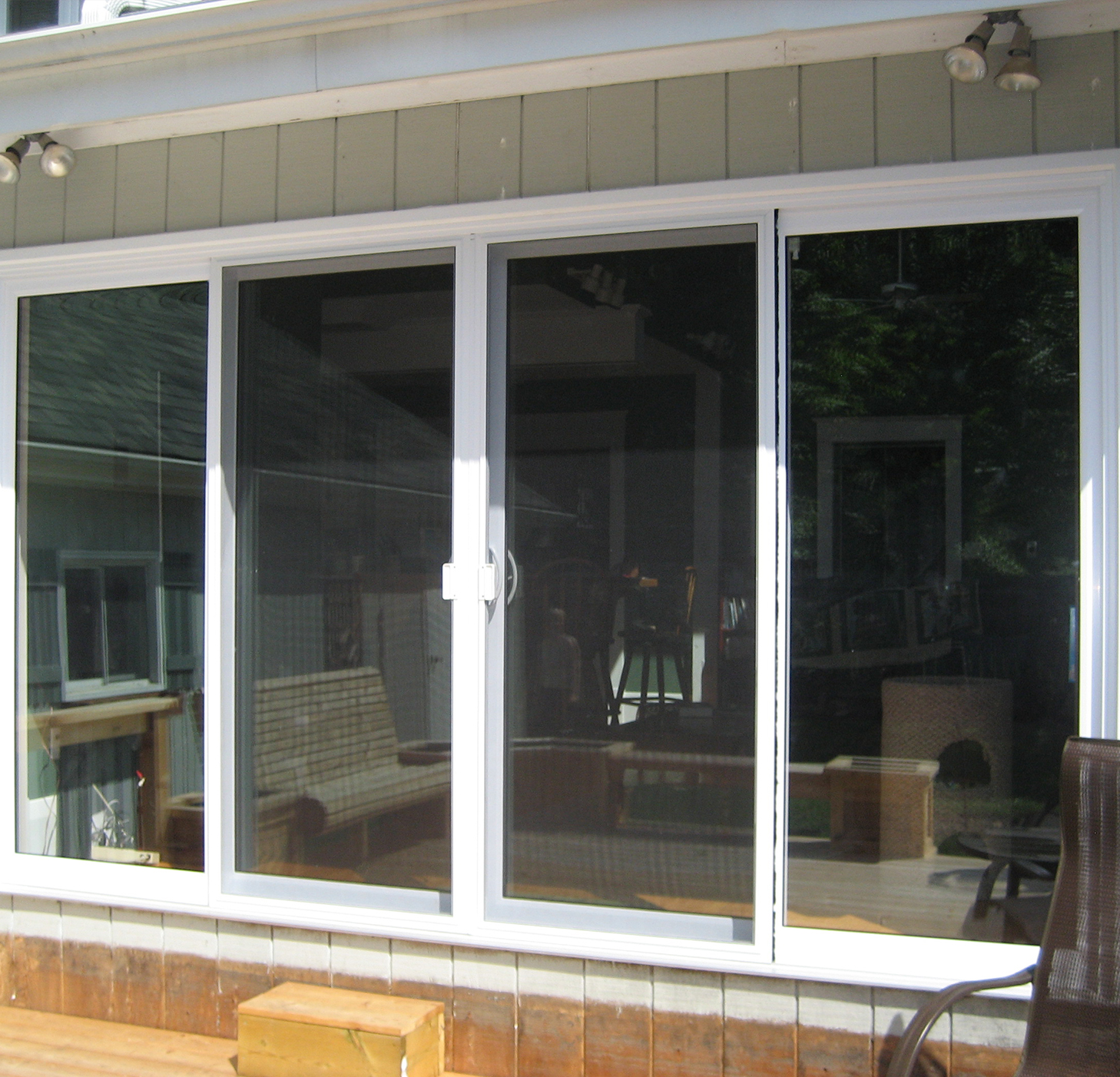 Sliding doors homecastle windows and doors london ontario for Center sliding patio doors